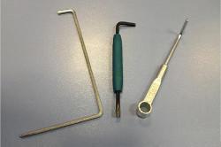 Инструменты для регулировки двери