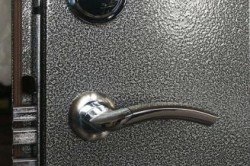 Покраска металлической двери молотковым покрытием