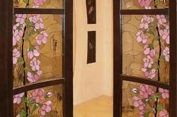 Оформление стекла межкомнатных дверей