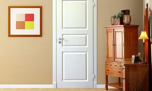 Покрашенная дверь