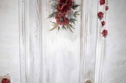 Как украсить дверь своими руками: несколько способов