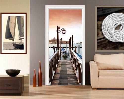 Декорирование дверей при помощи фотообоев