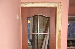 Уменьшение дверного проема по высоте: способы монтажа дверных проемов (видео)