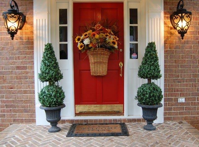 Как своими руками украсить входную дверь