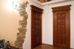 Межкомнатная дверь из натурального дерева