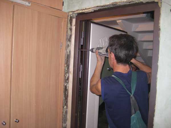 Установка двери входной своими руками