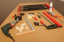 Инструменты для установки наличников на двери