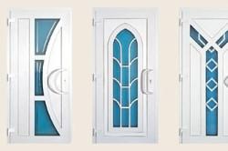 Разнообразие внешнего вида входных пластиковых дверей