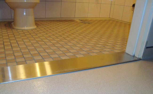 Как сделать порог для ванной комнаты 926