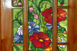 Декорирование двери витражными красками