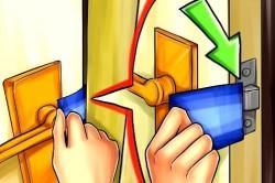 Принцип  открытия межкомнатной двери при помощи карты или тонкого ножа