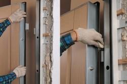 Вбивание клиньев в дверной проем