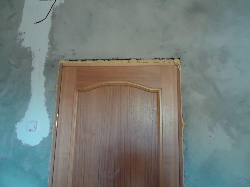Монтажная пена на двери