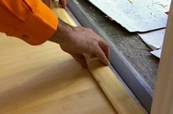 Монтаж деревянного порога