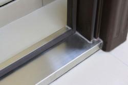 Дверной порог металлический